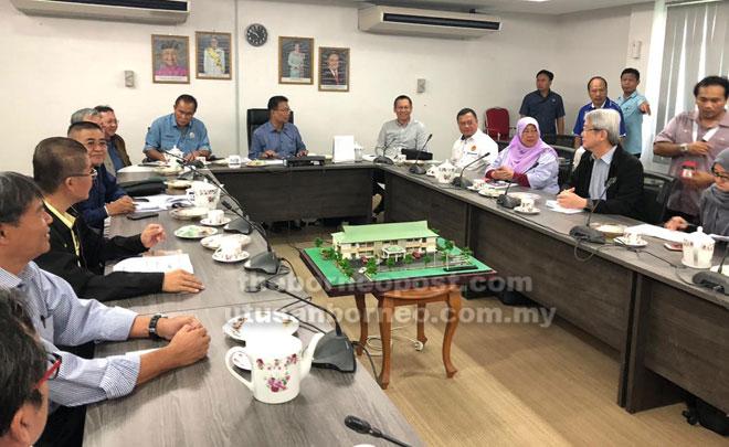 Julaihi, Len Talif dan Abdullah pada mesyuarat kedua jawatankuasa penganjuran Majlis Pecah Tanah Batang Lassa.