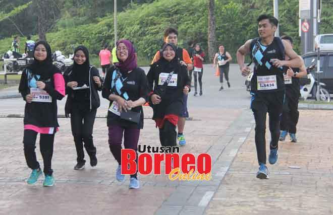 Sebahagian daripada peserta yang menyertai larian santai 5 kilometer.