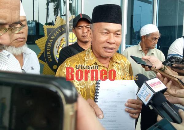 Ahmad ditemu bual pemberita selepas bersama beberapa pemilik tanah dari Kampung Tambirat membuat aduan di pejabat SPRM negeri hari ini.