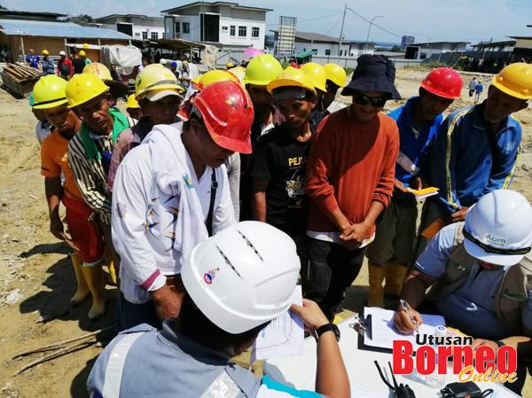 Pekerja binaan diperiksa dalam pelbagai segi oleh agensi kerajaan yang terlibat operasi itu.