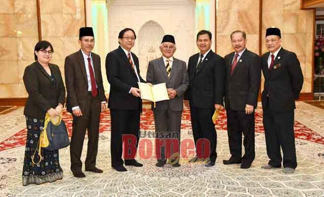 Tun Taib Dijangka Hadiri Sambutan Hari Jadi Yang Di Pertuan Agong Di Serian Utusan Borneo Online