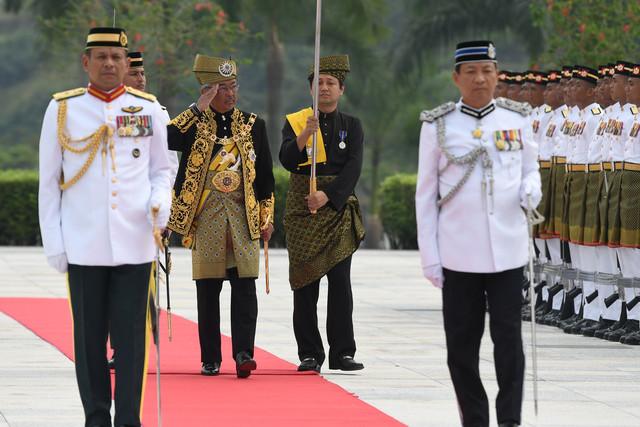 Agong Berangkat Ke Istiadat Pengurniaan Darjah Kebesaran Utusan Borneo Online