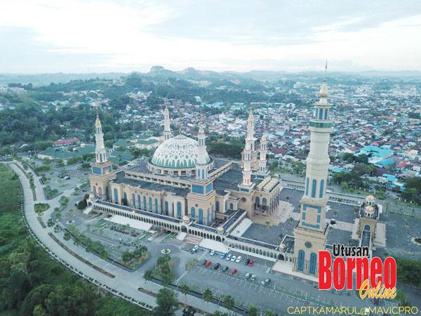 Pemandangan udara kota Samarinda yang pesat membangun, mengamit kedatangan pelancong dan pengunjung.