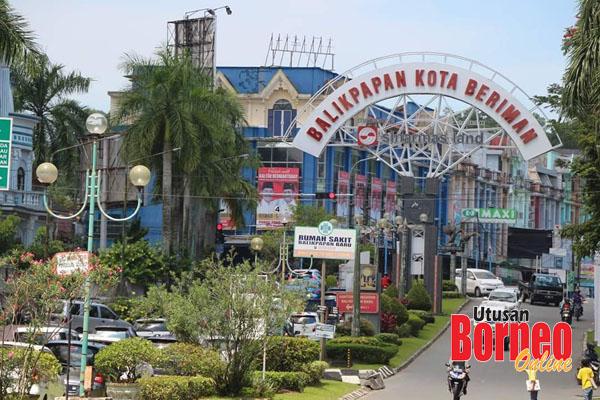 Pintu gerbang di Balikpapan memaparkan statusnya sebagai sebuah kota yang bersih, indah, aman dan nyaman.