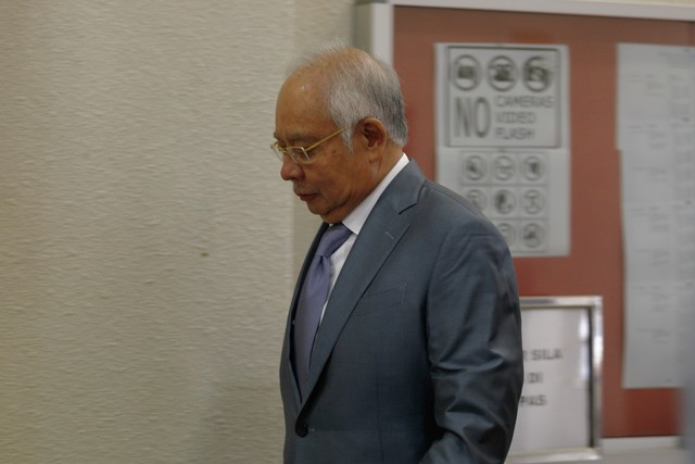 KUALA LUMPUR, 4 Sept -- Bekas Perdana Menteri Datuk Seri Najib Tun Razak ketika hadir bagi perbicaraan berhubung kes 1Malaysia Development Berhad (1MDB) di Kompleks Mahkamah Kuala Lumpur hari ini.