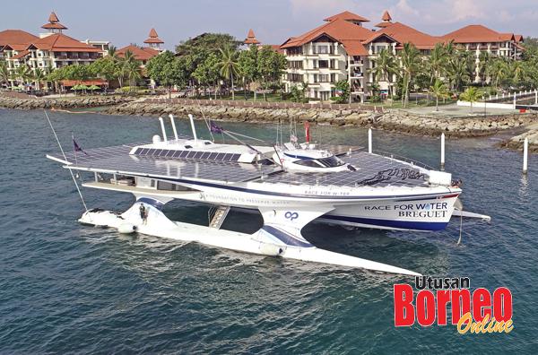 Kapal katamaran yang digunakan R4W Odyssey berlabuh di Sutera Harbour Resort untuk melaksanakan misi di negeri ini.