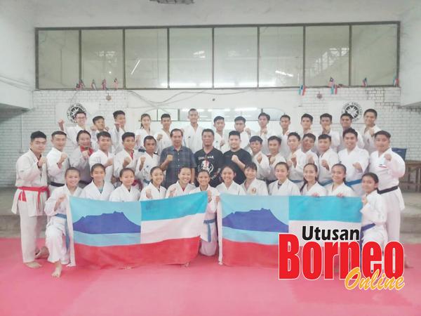 Herman (tujuh dari kiri di barisan tengah) bersama skuad karate Sabah yang akan bertanding pada Kejohanan Karate Kadet, Junior dan Bawah 21 (B21) Kebangsaan Persekutuan Karate Malaysia di Selangor penghujung minggu ini.