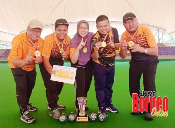Anggak Bowls A1 juara lawn bowls.
