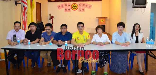 Dr Wong (kiba), Tian (lima kiba) enggau bala bukai maya aum media di Sibu.