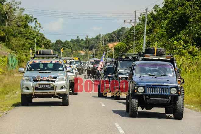 Lebih 100 kerita 4WD mansang ke pasar Bintulu nyereta pengawa ngelepaska pereseta.