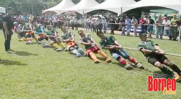 Aksi pasukan Surun Sinurambi Tambunan dalam pertandingan akhir menentang pasukan New Born dari Kota Marudu.