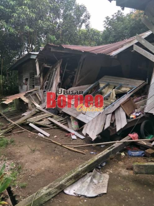 Keadaan kerosakan struktur rumah akibat runtuhan yang berlaku di Kampung Jeriah tengah malam tadi.