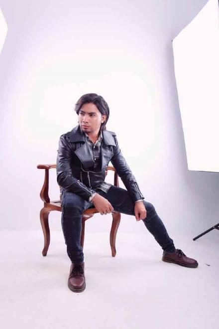 Abam Shaff dengan lagu pertama ciptaannya, 'Tinggal Tanda Tanya'.