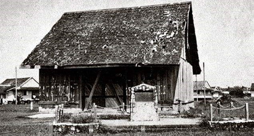 Tugu ulang tahun ke-100 Council Negeri di tapak asal mesyuarat pertama yang diadakan di sebuah bangunan kayu kecil pada 1867.