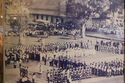 Suasana sambutan Hari Kebangsaan pada 1963 di Padang Merdeka Kuching.