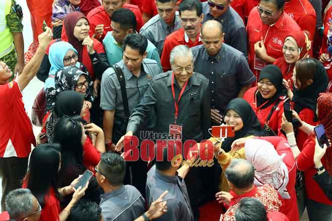 Kaban BESATU Sarawak enda muai peluang betabi enggau Dr Mahathir slebuh iya ke datai bejadi Pengerami 'Berambeh BERSATU Sarawak 2019'. — Gambar Muhammad Rais Sanusi