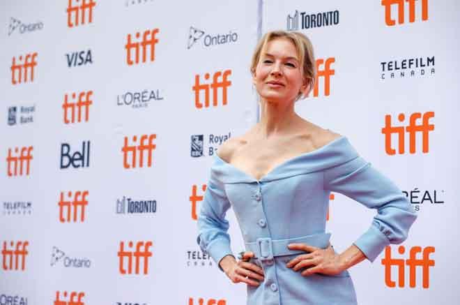 Zellweger ketika tiba di tayangan perdana filem 'Judy' semasa Festival Filem Antarabangsa Toronto (TIFF) di Toronto, Kanada pada 10 September  lepas. — Gambar Reuters