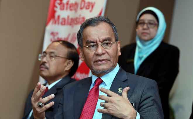 Dzulkefly ketika sidang media selepas melancarkan Hari Keselamatan Pesakit Sedunia dan Seminar Keselamatan Pesakit di Putrajaya, semalam. — Gambnar Bernama