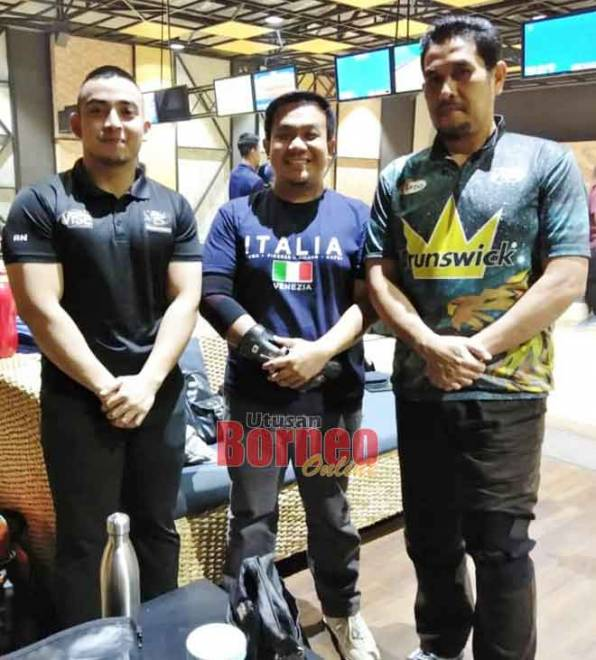 (Dari kiri) Awang Nuzul, Muhd Syarifuddin dan Awang Zamri mewakili Putra J Bowlers yang mengejutkan pasukan di tangga ketiga, Bossku Bowlers.