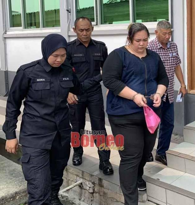 Cho dibawa keluar dari mahkamah setelah didakwa atas tiga pertuduhan menipu dan mengambil dadah.