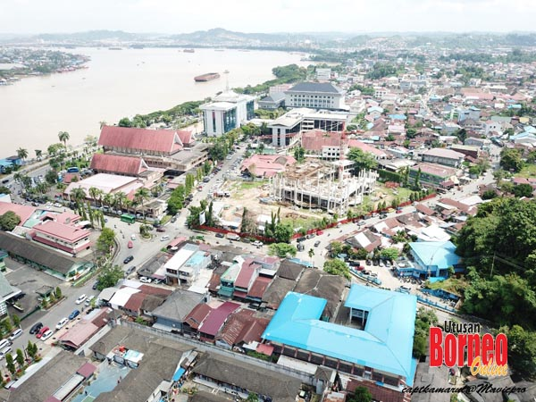 Pemandangan dari udara sebahagian kota Samarinda yang pesat membangun.
