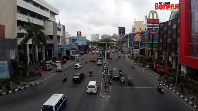 Bandar Balikpapan yang bersih dan pesat membangun berasaskan aktiviti ekonomi minyak dan gasnya.
