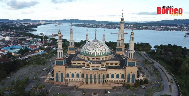 Masjid Pusat Islam yang dibina di tengah Samarinda Kota Tepian.