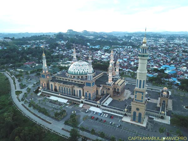 Samarinda Islamic Center menjadi ikon kota Samarinda yang bersiap menjadi pemangkin ibu kota negara baharu di KALTIM tidak lama lagi.
