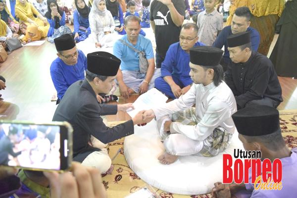 Abam Shaff melansungkan pernikahannya dengan Aisah di Masjid Daerah Sandakan.