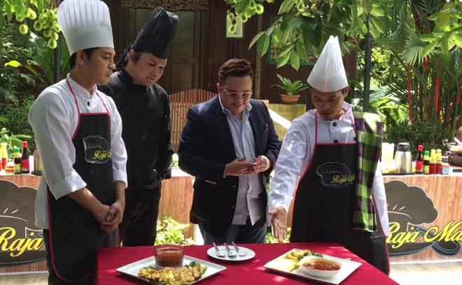 Izzue Islam dalam salah satu babak telemovie 'Chef Gangster' yang akan menemui penonton pada 6 Oktober ini.