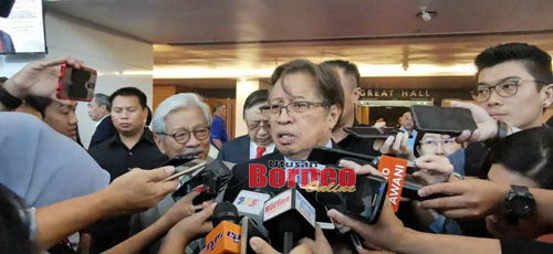 Abang Johari ketika ditemui pemberita selepas menghadiri Sesi Keterlibatan Perniagaan Bersama Ketua Menteri Sarawak di BCCK, hari ini.
