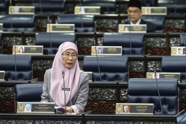 imbalan Perdana Menteri Datuk Seri Dr Wan Azizah Wan Ismail ketika persidangan Dewan Rakyat di Parlimen hari ini. - Gambar Bernama