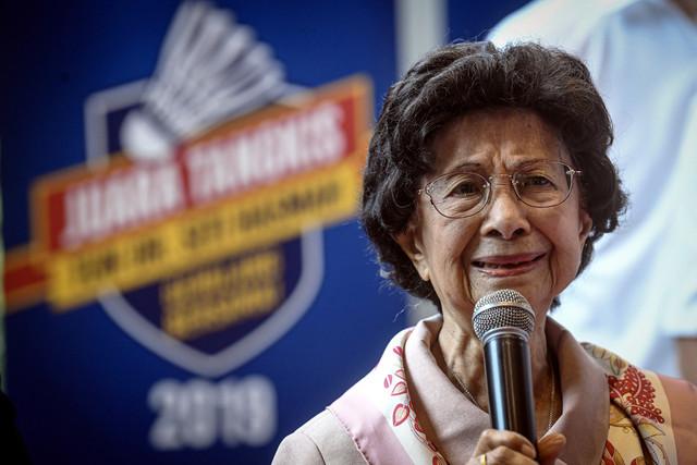 Isteri Perdana Menteri Tun Dr Siti Hasmah Mohamad Ali berucap pada majlis pelancaran Juara Tangkis Tun Dr Siti Hasmah di Menara OBYU hari ini.