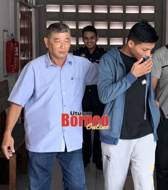 Shalam (kanan) dibawa keluar dari mahkamah selepas dijatuhkan hukuman.