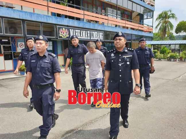Tertuduh diiringi pegawai dan anggota polis di Mahkamah Limbang, semalam.