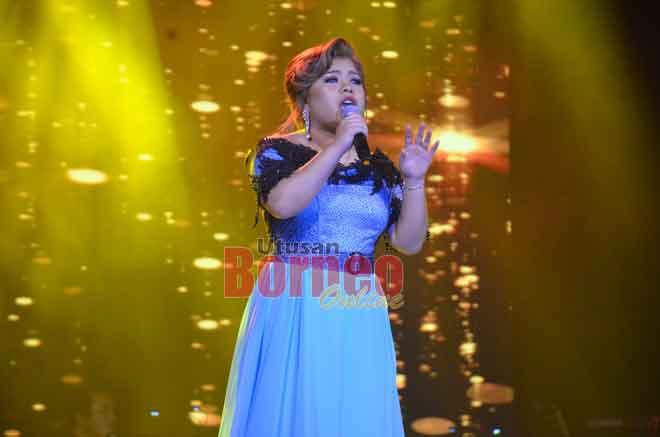 Eyqa Saiful memukau juri dan penonton dengan kehebatan vokal menerusi lagu 'Empeleman'.