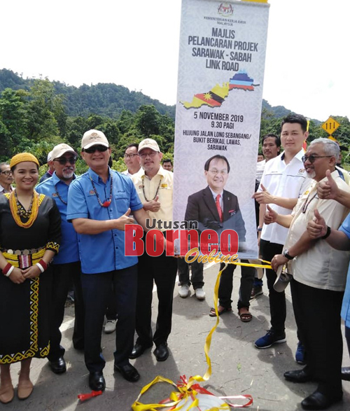 .Baru ketika melancarkan SSLR di Long Sebangang,Bukit Berikau hari ini.