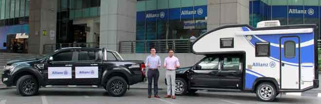 Ketua Pegawai Operasi Allianz General Insurance Company (Malaysia) Berhad Sean Wang (kiri) dan Ketua Tuntutan Allianz General Damian Williams (kanan) bersama kenderaan 4x4 dan karavan tuntutan. Sekiranya berlaku banjir, kenderaan 4x4 dan karavan tuntutan akan digerakkan ke lokasi-lokasi yang diperlukan.