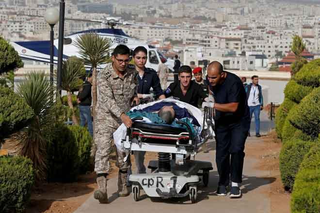 Pegawai menyorong troli yang membawa pelancong cedera ke Pusat Perubatan Raja Hussein selepas serangan pisau                 di tapak arkeologi terkenal di Jerash, utara Jordan kelmarin menyebabkan lapan orang cedera. — Gambar Muhammad Hamedg/Reuters