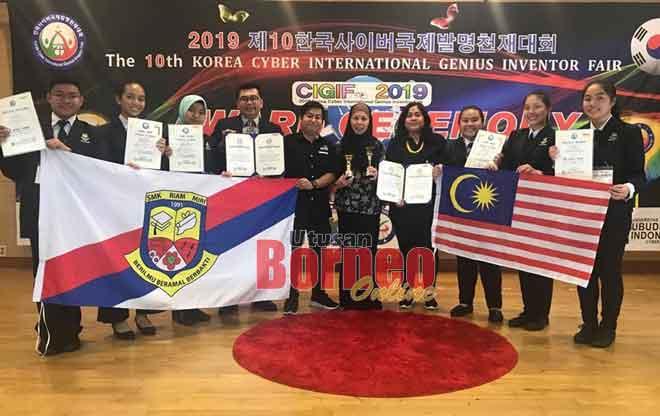 Normah (lima kanan) bersama pasukan Tborneo dan Yucava yang telah mencapai kejayaan cemerlang pada CIGIF 2019 di Korea pada 2 dan 3 November lalu.