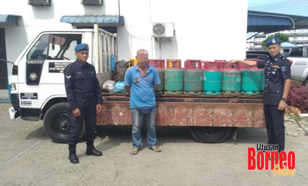 Suspek dan semua barang tangkapan ditahan untuk siasatan lanjut.