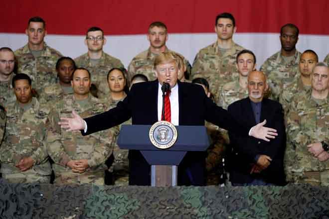 Trump menyampaikan ucapan kepada tentera AS sempena Hari Kesyukuran ketika melakukan lawatan mengejut ke Bagram Airfield di Afghanistan kelmarin. — Gambar Tom Brenner/Reuters