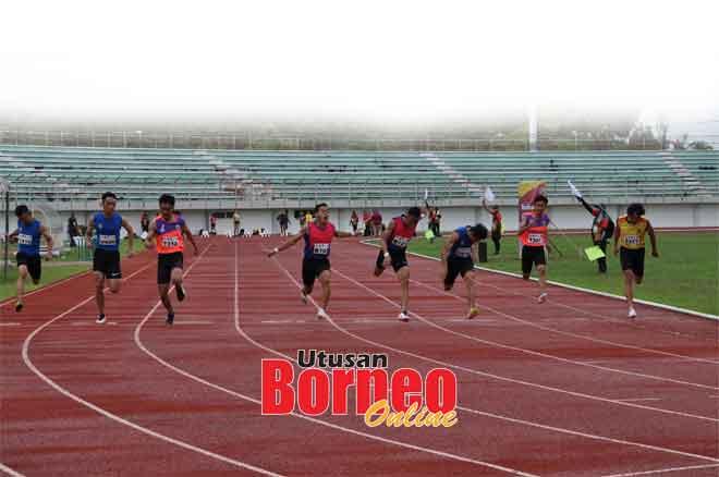 Audray (lima kanan) menyumbangkan pingat emas untuk Zon Barat dalam acara pecut 100 meter di Stadium Miri semalam.