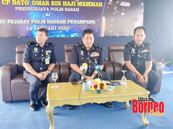 Omar semasa mengadakan sidang media di IPD Penampang.