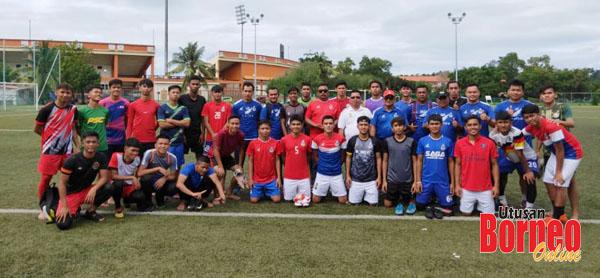 Tiga puluh pemain yang terpilih meneruskan fasa latihan dan pemilihan skuad bawah 21 tahun Tambadau Sabah bersama barisan jurulatih diketuai Justin (bertopi) dan pegawai pasukan.