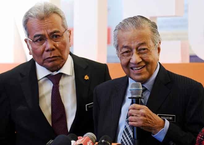 Dr Mahathir ketika sidang media semasa hadir pada Forum Integriti Bank Rakyat 2020 di Kuala Lumpur, semalam. — Gambar Bernama