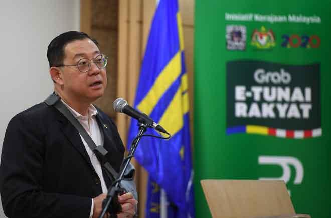 Lim ketika sidang media mengenai Pengumuman Pelancaran Inisiatif e-Tunai Rakyat di Kementerian Kewangan dekat Putrajaya, semalam. — Gambar Bernama