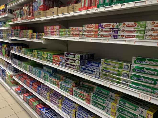 Barangan keperluan harian juga boleh didapati di Nutribest Fresh Mart di Wisma Wan.