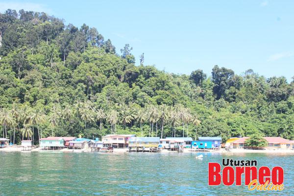 Kampung Pulau Sepanggar dilihat dari jauh.