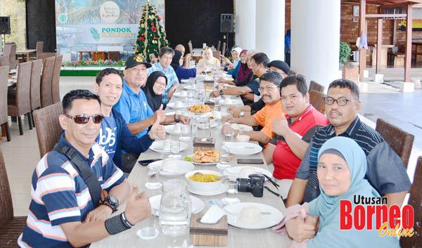 Jamuan tengahari yang dihoskan Disbudpar Propinsi di Restoran Pondok Kelapa.